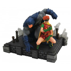 DC Gallery - Dark Knight Returns - Batman and Carrie
